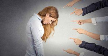 6 Фраз, которые токсичные люди используют, чтобы понизить вашу самооценку