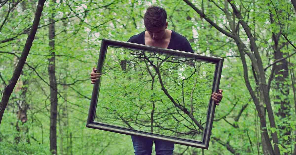что категорически нельзя делать перед зеркалом