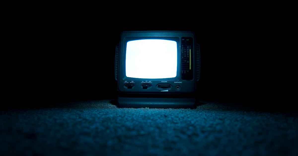 Телевизор-вампир: чем опасен телевизор для человека?