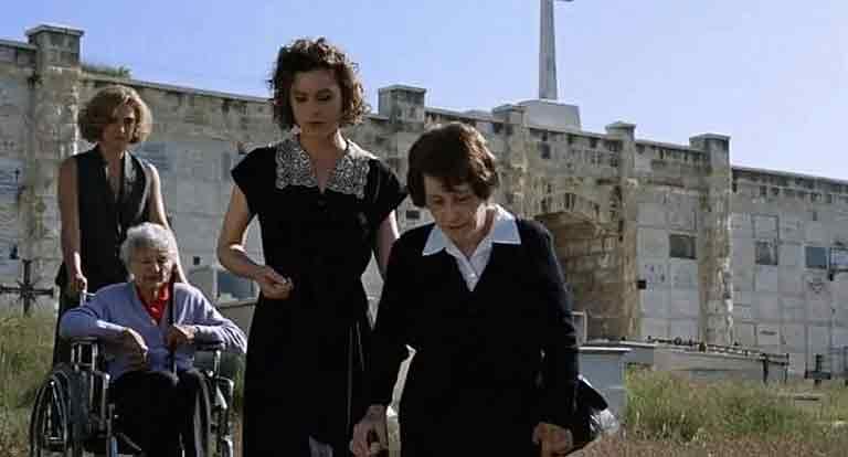 Актеры сопровождают реальных «евреев Шиндлера», которых они играют в фильме Стивена Спилберга